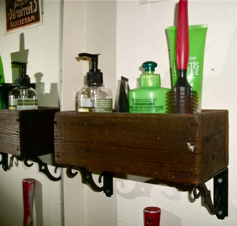 Wooden box + brackets = Bathroom shelf