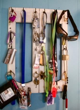 Cabinet door + old teacup hooks = key rack