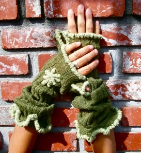 SOLD: Upcycled Synthetic Ruffled Fingerless Mittens