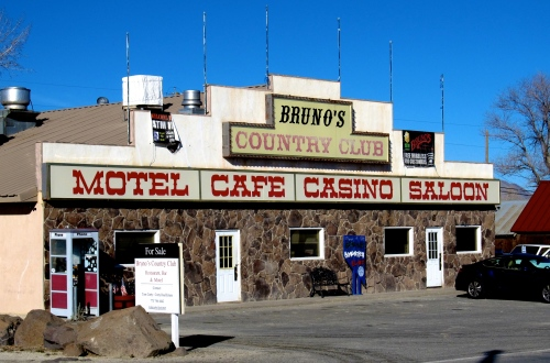 Bruno's_Country_Club,_Gerlach,_Nevada_(11128445015).jpg
