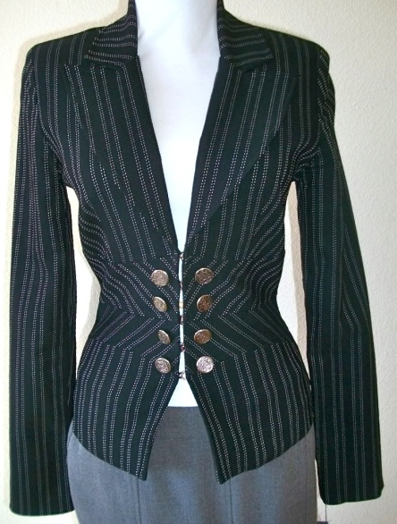 jacketblackstripebutton